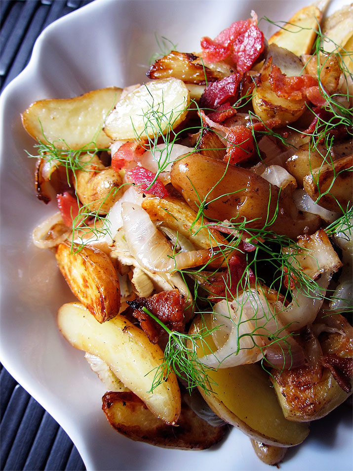 Roasted Fingerling Potatoes with Onions and Fennel