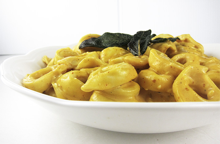 Pumpkin Alfredo Sauce with Cheese Tortellini | www.EatLaughPurr.com