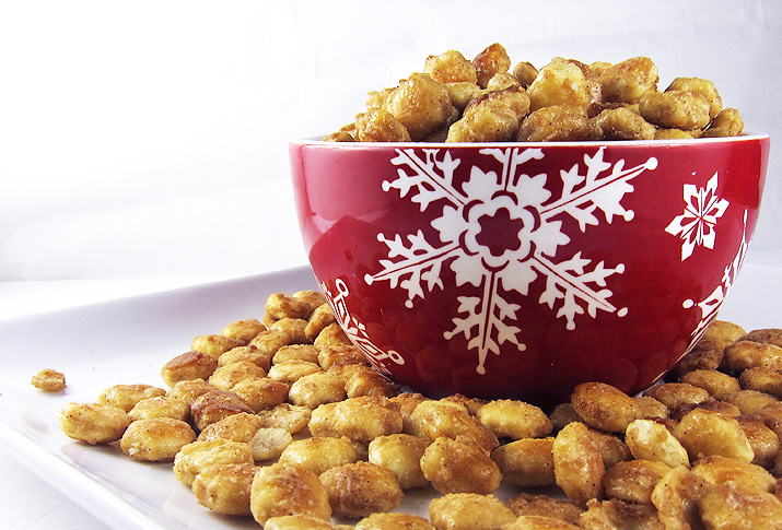 Peanut Butter Toffe Oyster Crackers | www.EatLaughPurr.com