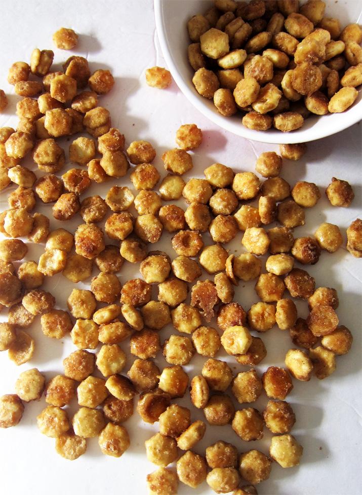 Peanut Butter Toffee Oyster Crackers | www.EatLaughPurr.com