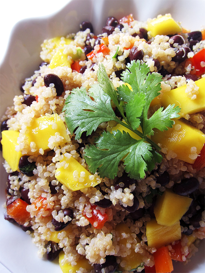 This healthy Mango and Black Bean Quinoa Salad is full of good-for-you ...